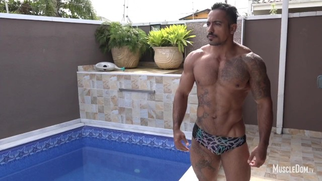 Hot and sexy naked gay men - Hot muscle man in pool