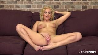 Полная длина порно фильм - Блондинка Kate England Снимает Свои Джинсовые Шорты Для Члена