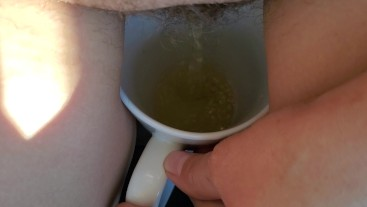 Cup piss
