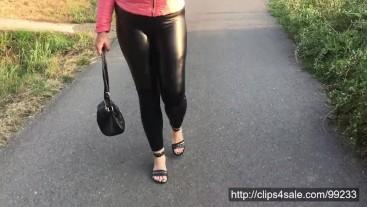 Walk in shiny leatherette leggings 4