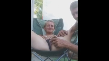 Quickie in the front yard pt 1