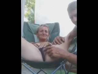 Quickie in the front yard pt