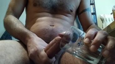 Cumming in the glass / Χύνω μέσα στο ποτήρι