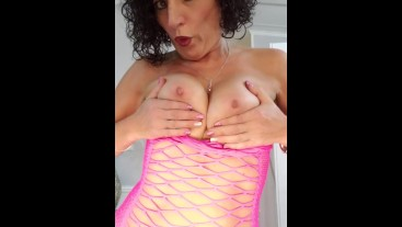 HOT MILF MASTURBATING