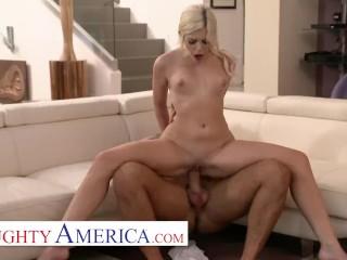 Naughty America – Allie Nicole fucks her new neighbor