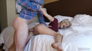 色情影片免费 - Mark Rockwell 金发碧眼的微调器 Manhandled和Creampied