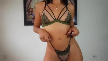 DANCING in a small thong ► YOUTUBER KELLY COMPULSIVE