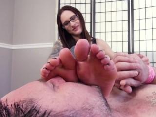 Akira Shell foot smelling handjob