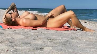 Caught girl masturbating on the beach. WetKelly.