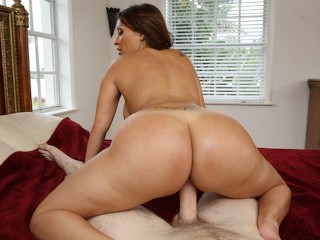 BANGBROS - MILF Vanessa Luna 's Sweet Big Ass Will Put A Smile On Your Face