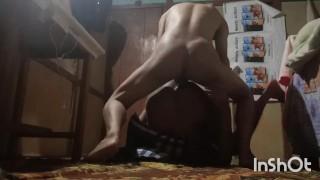 Porno gratis - Negro B B Papá Perra Follada Tan Duro Por Un Jovencito Lindo. Desi Daddy