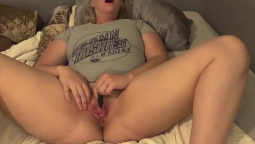 Playful Amatuer Poppy Daniel in UConn tee Cumming to a vibrator and fingers