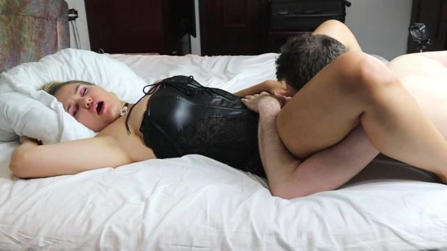 Cunnilingus dildo - Pulsating cunnilingus orgasm