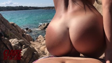 Sneaking away to fuck girl with perfect butt on a public beach during vacation