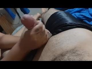 Garota estrangulando pênis de amigo