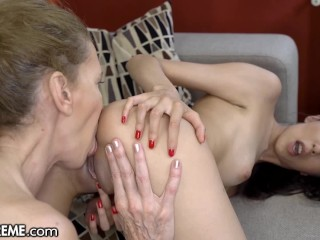 Sextreme Teen Granny Pool Foreplay for Lesbian Ass Licking Ashley Ocean