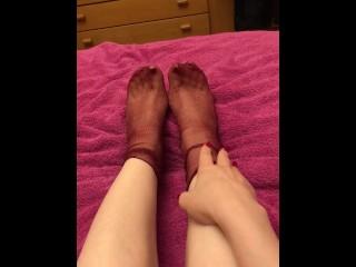 Foot play mi massaggio la crema sui piedi