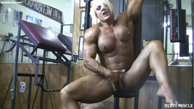 Clit popped pump Lisa cross pumps her huge muscles and her swollen clit just for you