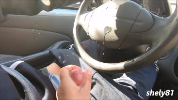 dirty the car with this cumshot, the stepmom is so good at masturbating