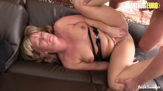 AMATEUR EURO - German Swinger Couples Have A Hardcore Orgy On The Couch