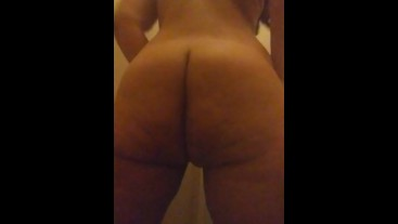 Big booty clapping and getting fresh