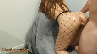 У сводной сестры оргазм, когда ее трахают сзади