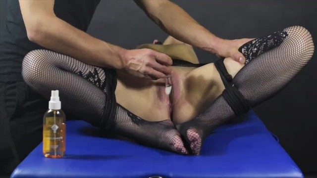 Coed clit Clit brush edging game-post orgasm torture
