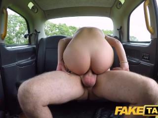 Imagen Fake Taxi Tight anal para la rubia estadounidense Sophia Grace