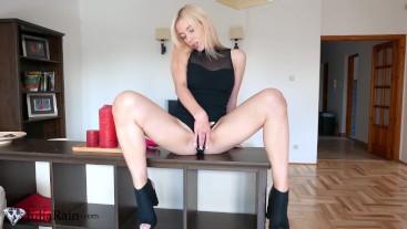 Sexy Teen Masturbate Pussy Vibrator and Orgasm Closeup