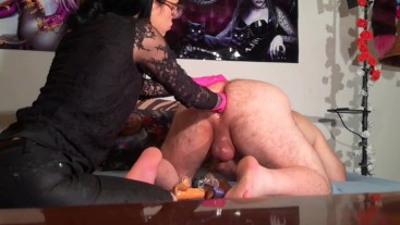 Beth Kinky - Goth domina fistfuck her fat slave ass close up HD