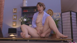 Lovely amateur Kit Bauer toys her hairy pussy while fiddling with her clit
