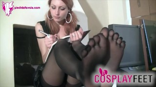 Schoolgirl wearing five toes pantyhose drives you crazy