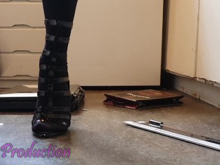 Shows off new high heels on a cru old laptop