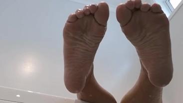 Worship my feet!