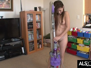 Teen Shyla Jennings Gets Herself Off with a Vacuum