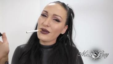 Rauchendes Samen Klo! Deutsches Wetlook HighHeels Girl raucht! Viel Sperma!