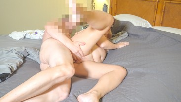 PETITE YOUNG MOM TAKES COCK ON HER SIDE ENDS WITH CREAMPIE | EXCLUSIVE