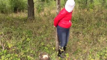 Mushrooms picker in trouble