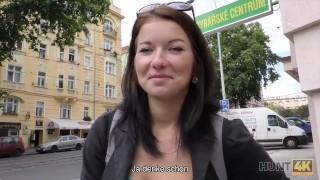 HUNT4K. Das abenteuerlustige Denisse ist glucklich, in Prag Sex