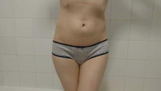 무료 포르노 - 소녀는 오줌을 필요로하고 그녀의면 팬티를 낭비 | 오줌 절망