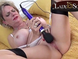 Busty mature Lady Sonia loves her hitachi vibrator Lady Sonia