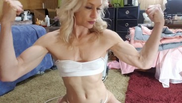 Flexing and Fucking... Myself