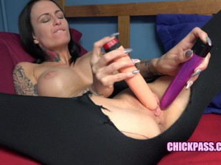ChickPass k Brooke Lyn Rose rips her tight leggings to do some toys