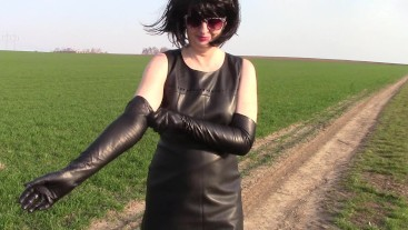 Smoking and peeing in leather opera gloves