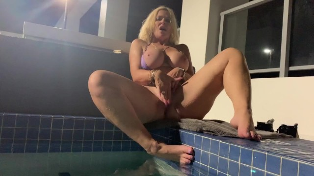 Perfect Milf Plays with her Pussy on Public Roof Top Hot Tub
