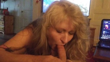 MY DADS HOT NEW WIFE GAVE ME AN AWESOME BLOW JOB BEFORE HE GOT HOME !!