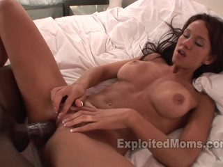 Hot Mom w Nice Ass gets Railed by BBC in Hot Milf Pussy Video
