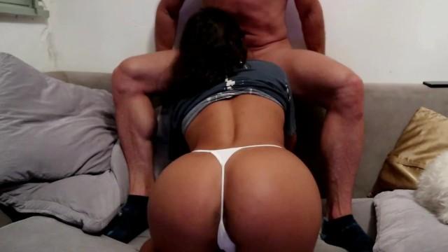 Tangas porno - Con esa tanga blanca y ese culo perfecto me hace correr a chorros