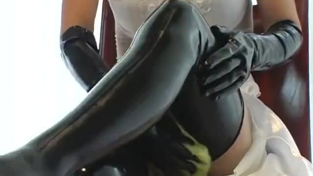 Shoulder length latex household gloves Masturbate with latex gloves and shoes