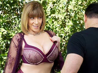 Milf Bangers Vr video: VR BANGERS Sexy MILF Fucks Her Young Gardener VR Porn